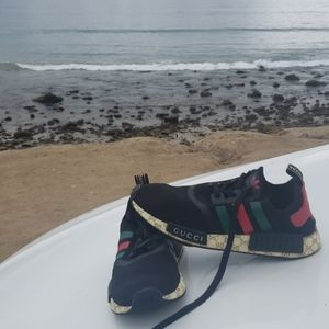 GUCCI ADIDAS COLLABORATED TO CREAT THIS SHOES